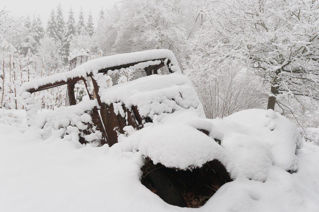 Vom Schnee bedeckt