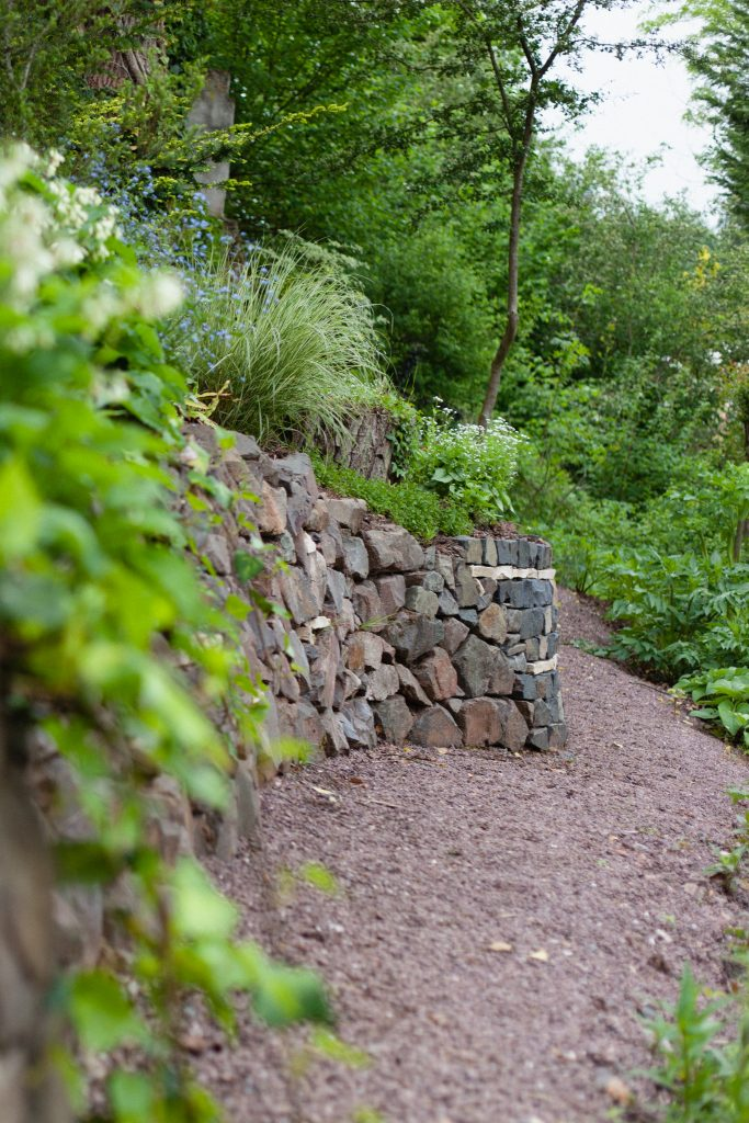 Der Garten an der blauen Brücke