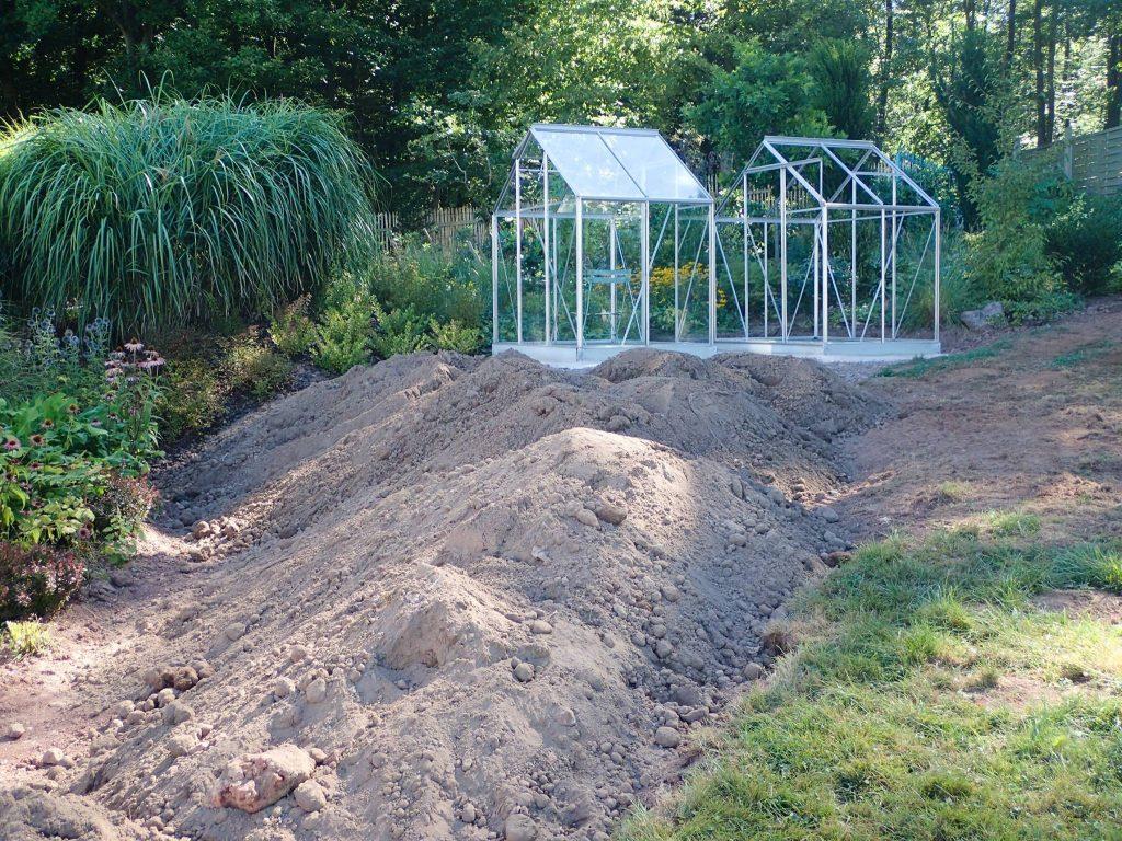 Neuer Mutterboden wurde herangeschafft.