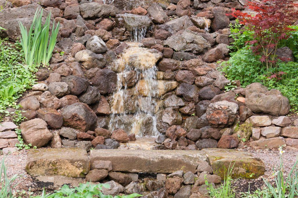 Der Garten am Wasserfall